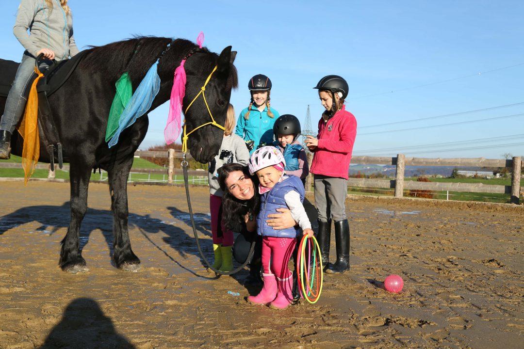 Miriam mit Kind und Pferd